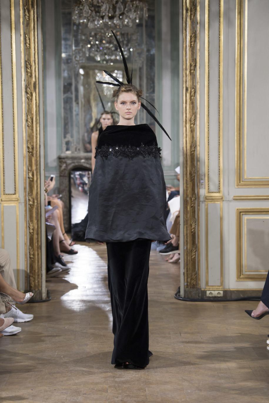 e563aaa01c Celia Kritharioti Haute Couture  Μια επίδειξη μόδας βγαλμένη από ...